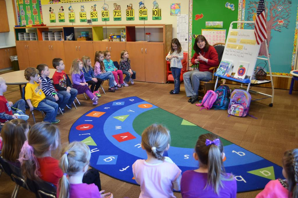 Dorr Half Day students in circle time
